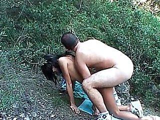 Aprem sodomie en pleine nature pour ce couple amateur avec ejac sur les seins