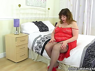 British mature Aunty Trisha loves fucking her wet pussy with a dildo (now available in Full HD 1080P). Bonus video: English mature Vintage Fox.