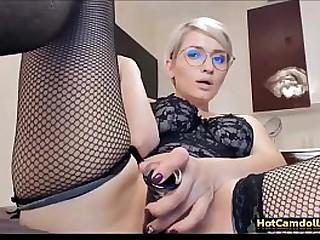 Blonde camslut fingering her pussy HD - HotCamdolls.com